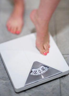 """Diyet yapmak istiyosunuz ama nereden başlayacağınızı bilmiyor musunuz?  Çoğu rejimler hızlı şekilde kilo verdirir ve bıraktıktan sonrada hızlı bir şekilde kilolar yeniden alınır. Sonuçta sağlığınız ve kendinize olan güveniniz sarsılır. """"Forma gir, formda kal"""" diyeti, öncelikle bir daha kilo alınmaması için izlenmesi gereken 4 aşamayı içeriyor."""
